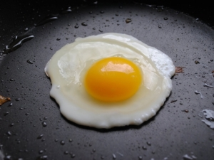 huevo-frito-en-sarten